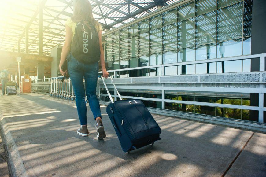 Στα κρατητήρια του αεροδρομίου 17 Ουκρανοί τουρίστες! Ήθελαν διακοπές στην Ελλάδα παρά την απαγόρευση