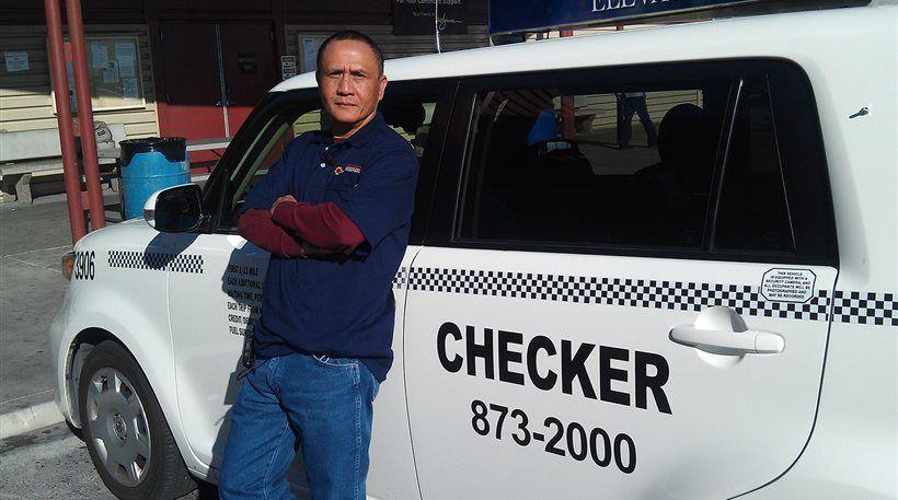 Οδηγός ταξί επέστρεψε 300.000 δολάρια