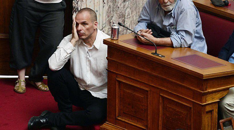 Χωμενίδης για οκλαδόν Βαρουφάκη: Ελπίζω η αυτοπεποίθησή του να μην τον εγκαταλείψει όταν βρεθεί στο εδώλιο δικαστηρίου