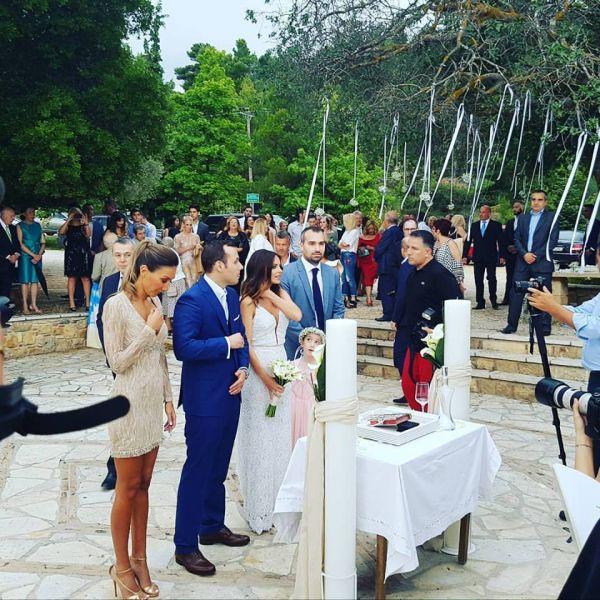 Ελένη Καρποντίνη- Βασίλης Λιάτσος: Οι πρώτες φωτογραφίες και βίντεο από το γάμο τους!