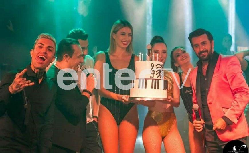 Η συγκινητική έκπληξη γενεθλίων on stage στον Θάνο Πετρέλη! (Photos)