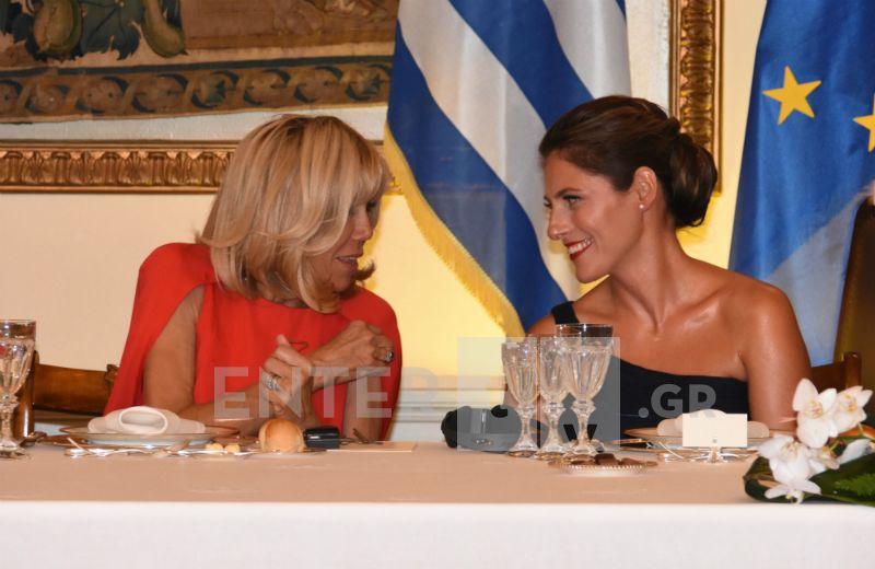 Μπέτυ Μπαζιάνα- Μπριζίτ Μακρόν- Μαρέβα Μητσοτάκη: Εντυπωσιακές εμφανίσεις στο επίσημο δείπνο στο Προεδρικό Μέγαρο (Φωτογραφίες)