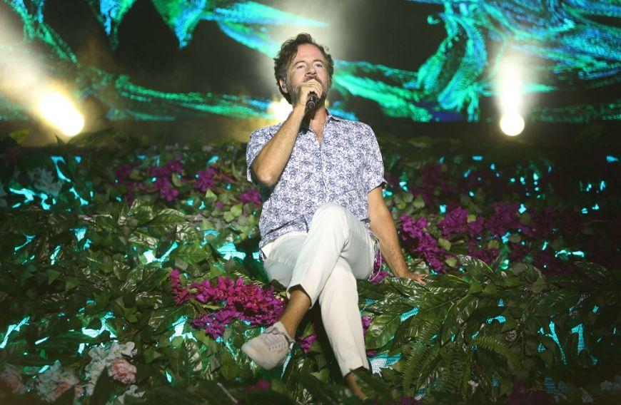 Kωστής Μαραβέγιας: Έδωσε την πρώτη του συναυλία για φέτος και τραγούδησε με την κόρη πασίγνωστου ηθοποιού (Photos)