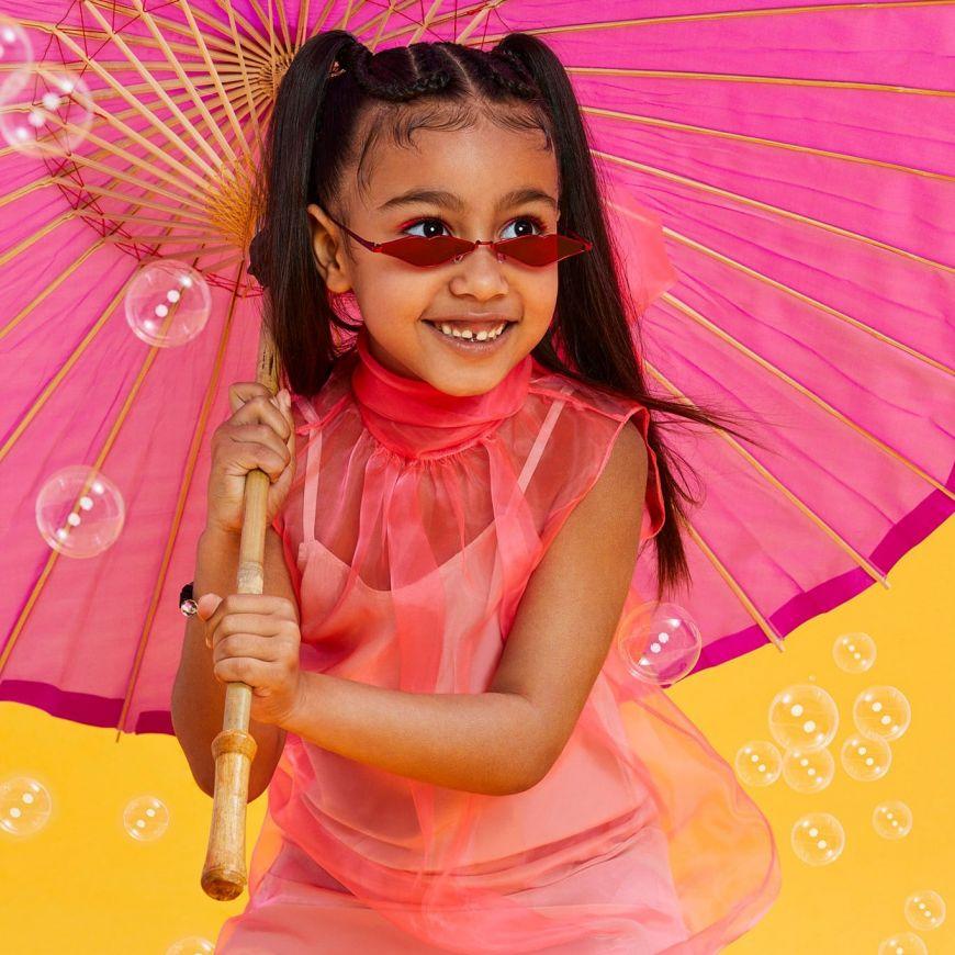 North West : Η 6χρονη κόρη της Kim Kardashian κατακτά τον κόσμο της μόδας.
