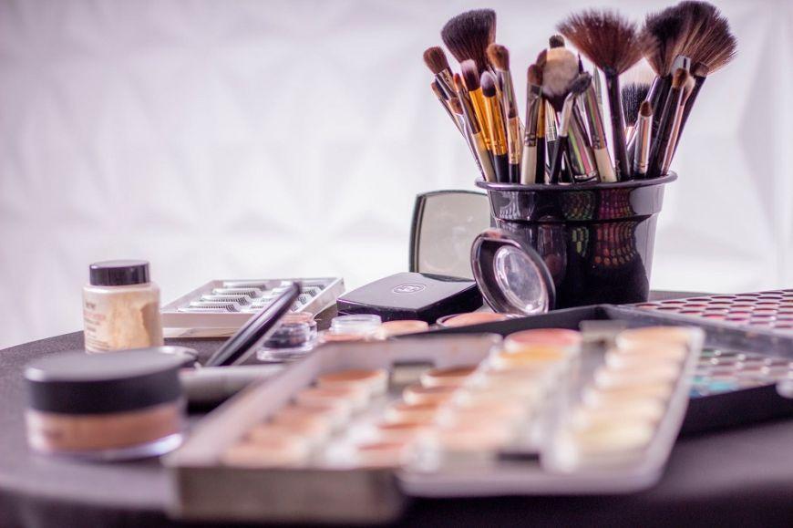 BEAUTY SCHOOL:Τα βασικά πινέλα του μακιγιάζ και πως να τα χρησιμοποιήσεις