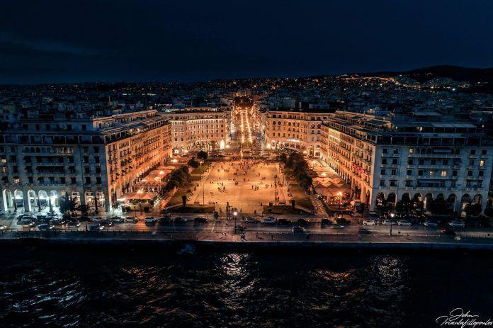 """Η νύχτα που η Αριστοτέλους θα γίνει θερινό σινεμά και η πόλη θα δει παρέα το """"Cinema Paradiso"""