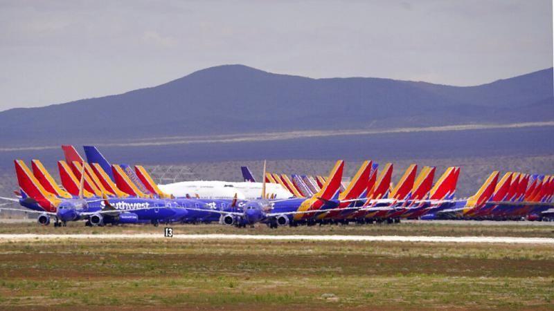 Απελπισμένοι Ευρωπαίοι ταξιδιώτες έχουν αποκλειστεί σε διεθνή αεροδρόμια