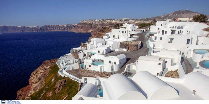 Βρετανία: «Έπεσαν» τα μεγαλύτερα τουριστικά site από τις κρατήσεις – Στις πρώτες θέσεις η Ελλάδα
