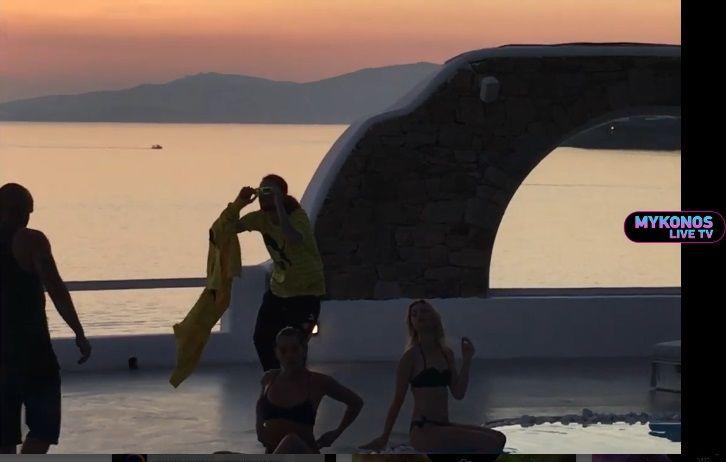 Δείτε αποκλειστικά πλάνα από το νέο βίντεοκλιπ του Sin Boy στην Μύκονο