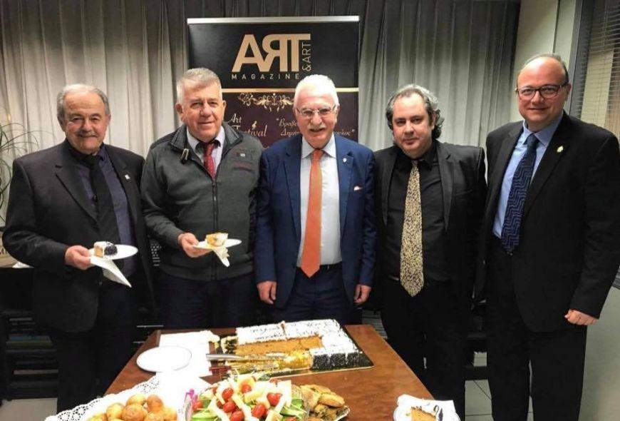 Την πρωτοχρονιάτικη πίτα του έκοψε το ανερχόμενο περιοδικό ART & ART MAGAZINE με διευθυντή τον Γιώργο Τσούκαλη