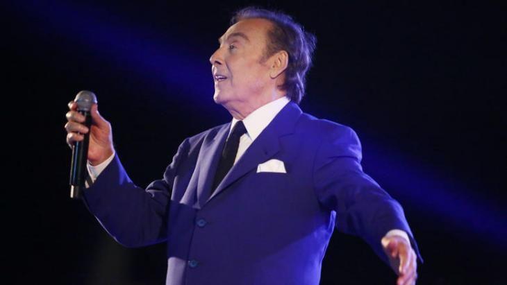 O Τόλης Βοσκόπουλος έγινε 80 ετών και το γιόρτασε!