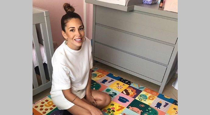 Eλένη Χατζίδου: Η κορούλα της έκλεισε ένα μήνα ζωής-Το γλυκό μήνυμα της τραγουδίστριας και η photo με την μικρούλα