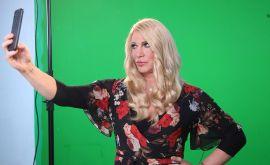 """""""Έλα μια βόλτα"""" στο Άλσος να δεις τις απίστευτες μεταμορφώσεις του Τάκη Ζαχαράτου-Δείτε photo από τα backstage"""
