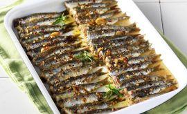 Σαρδέλες στο φούρνο με μυρωδάτη κρούστα από την Νένα Ισμυρνόγλου