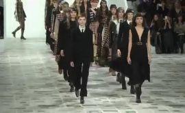 Επίδειξη μόδας του Dior εμπνευσμένη από τη δεκαετία του '70