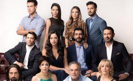 Oι ηθοποιοι που θα δούμε και την 5η σεζόν στο «Έλα στη θέση μου» και αυτοί που θα αποχωρήσουν