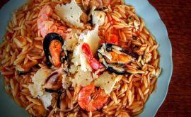 Γιουβέτσι με θαλασσινά extra-hot από την Εύα Παρακεντάκη