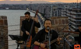 Ο Κώστας Μακεδόνας τραγουδά από τον Λευκό Πύργο! (Photos)