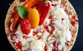 Πίτσα με πανεύκολο ζυμάρι και 4 τυριά από την Εύα Παρακεντάκη