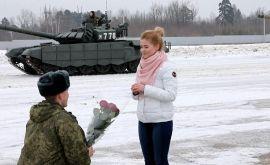 Ρωσία: Πρόταση γάμου με τανκς!