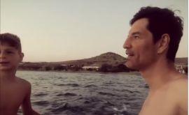 Σάκης και Αλέξανδρος Ρουβάς: Η βόλτα με το φουσκωτό τους τρέλανε το διαδίκτυο!