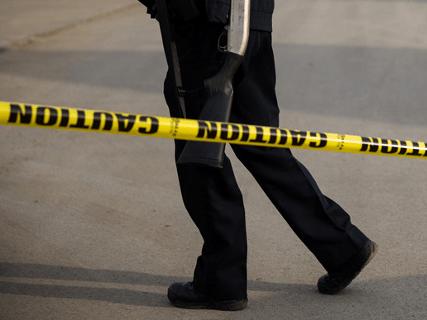 Σοκ: Μαχαίρωσε στον ύπνο τους έξι μέλη της οικογένειάς του και μετά έβαλε φωτιά στο σπίτι