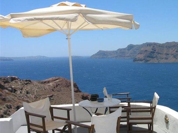 "Neue Zürcher Zeitung: ""Η Ελλάδα ελπίζει στον τουρισμό"""