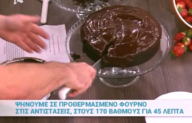 Νηστίσιμο κέικ σοκολάτας από τον Βασίλη Καλλίδη (Video)