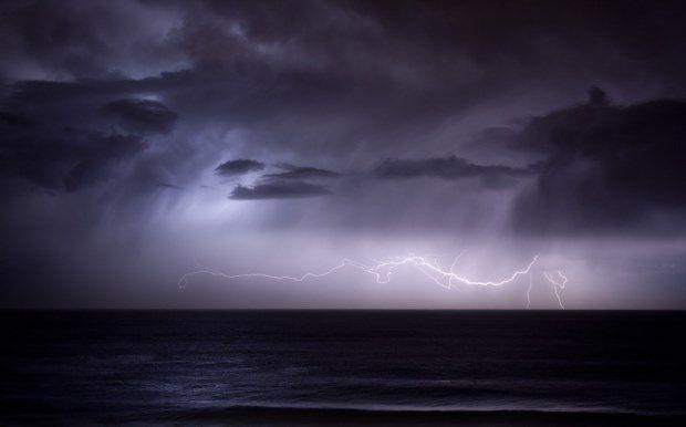 Καιρός: Ερχεται ο «Ωμέγα εμποδιστής» -Κακοκαιρία με αισθητή πτώση της θερμοκρασίας, καταιγίδες και θυελλώδεις ανέμους