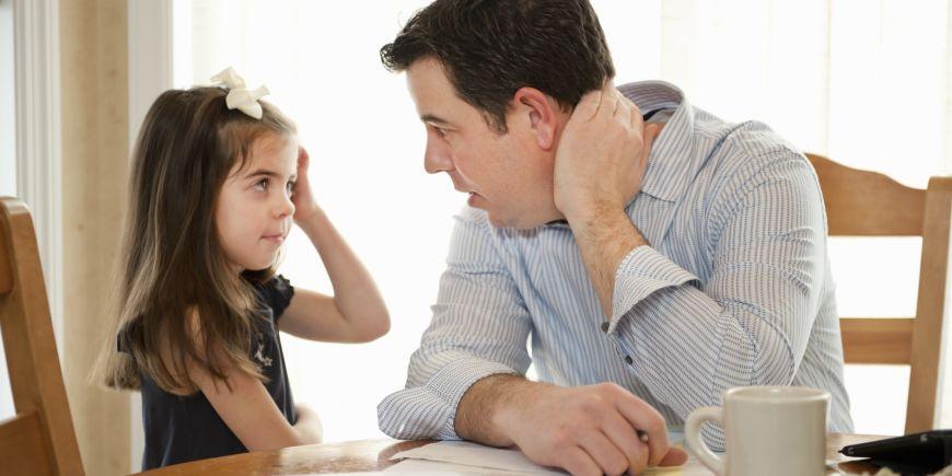 Ποιές φράσεις βοηθούν τα παιδιά μας να ενισχύσουν την αυτοπεποίθηση τους