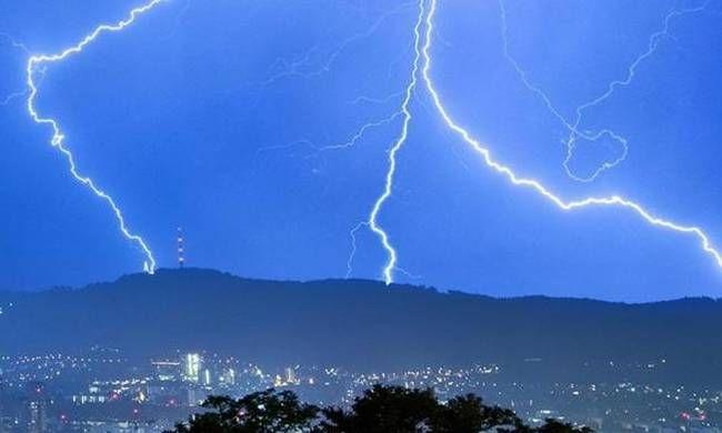 Έκτακτο :Καταιγίδες μέχρι το πρωί της Τρίτης