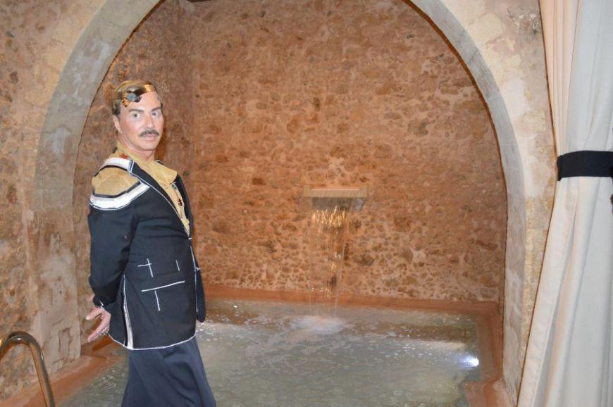 """Λάκης Γαβαλάς: """"Αποφάσισα να πάω το μουστάκι μου στη γενέτειρα του την Κρήτη"""""""