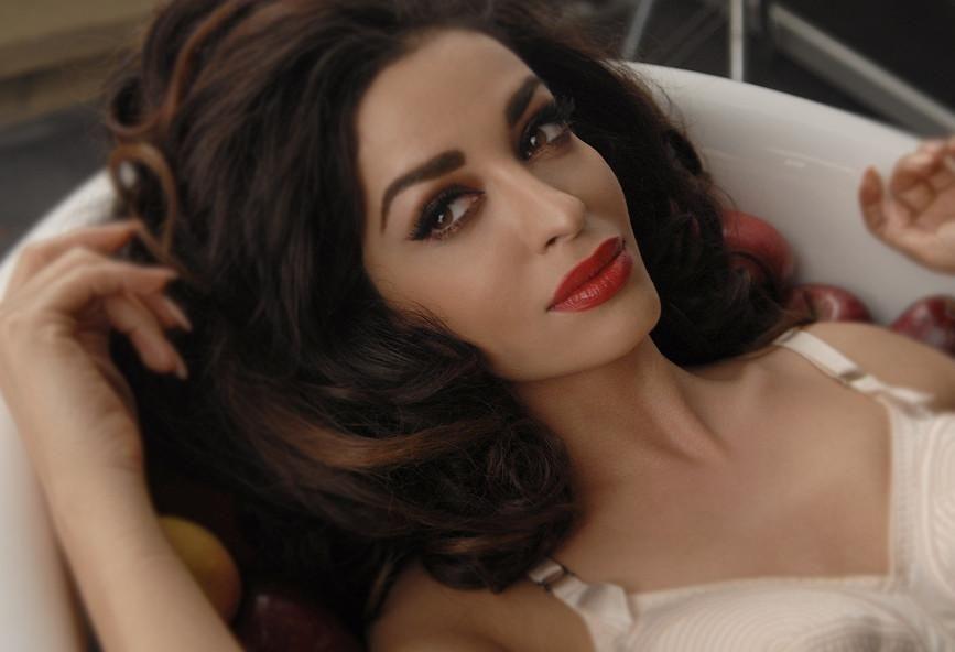 Η Ελένη  Φουρέιρα ακούει τα υποψήφια τραγούδια για τη Eurovision 2021
