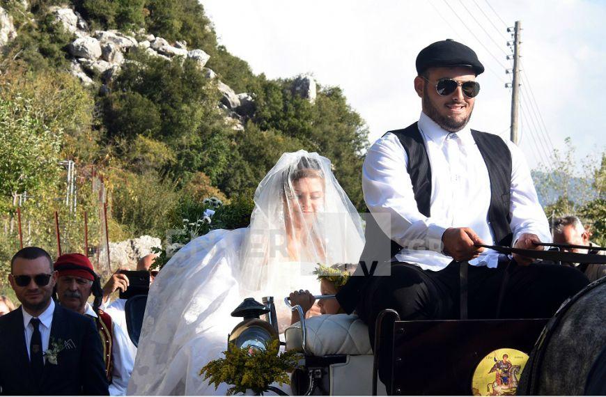 Η φωτογραφία του Δημήτρη Σκαρμούτσου από το γάμο της Μαρίας Μενούνος