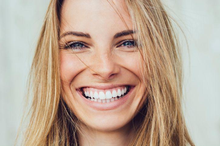 Όλα όσα θα ήθελες να ρωτήσεις τον αισθητικό οδοντίατρο για το πως μπορείς να αποκτήσεις το πιο λαμπερό χαμόγελο!