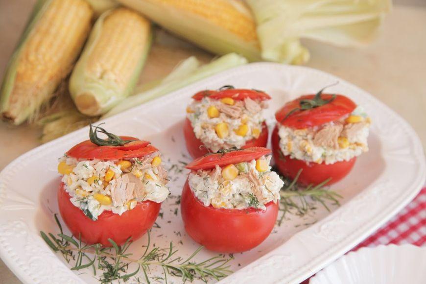 Ντομάτες γεμιστές με ρυζοσαλάτα τόνου από την Εύα Παρακεντάκη