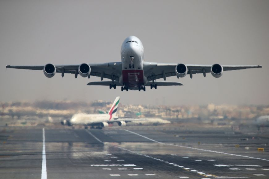 Κορωνοϊός: Πώς επιβάτιδα διεθνούς πτήσης μόλυνε 15 άτομα σε 8 ώρες
