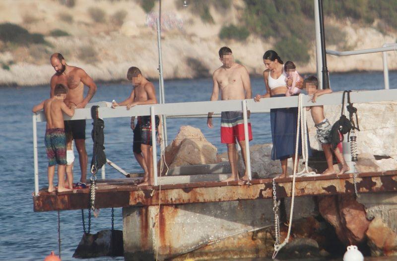 Bασίλης Σπανούλης-Ολυμπία Χοψονίδου: Στην παραλία με τα παιδιά τους (Photos)