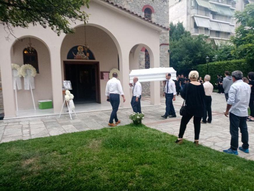 ΣΠΑΡΑΓΜΟΣ στην κηδεία της 16χρονης Μαρίας