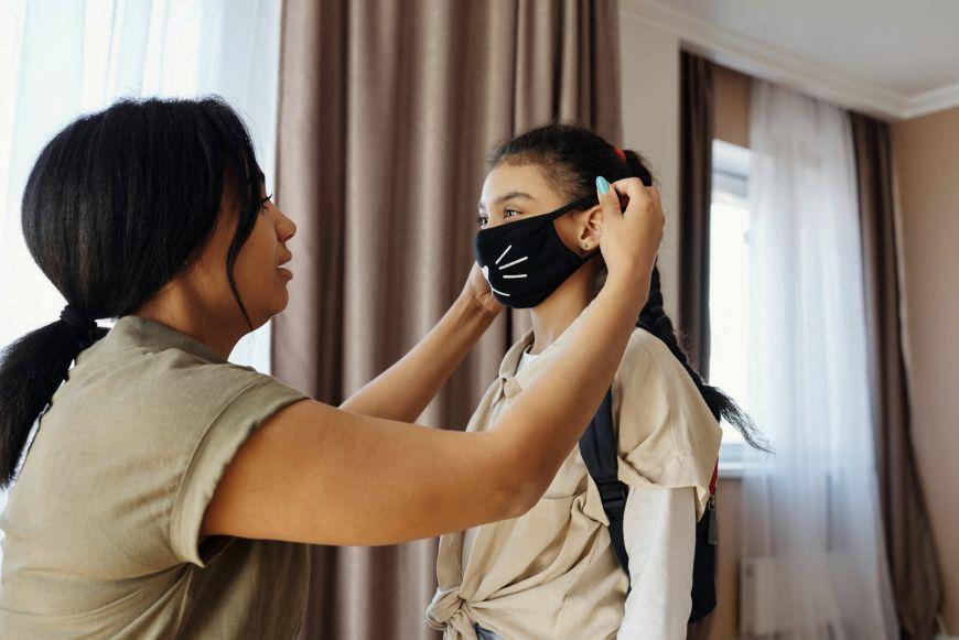 Η καθημερινότητα με την μάσκα: Μας προστατεύει, δεν είναι αξεσουάρ -Τι πρέπει να προσέχουμε