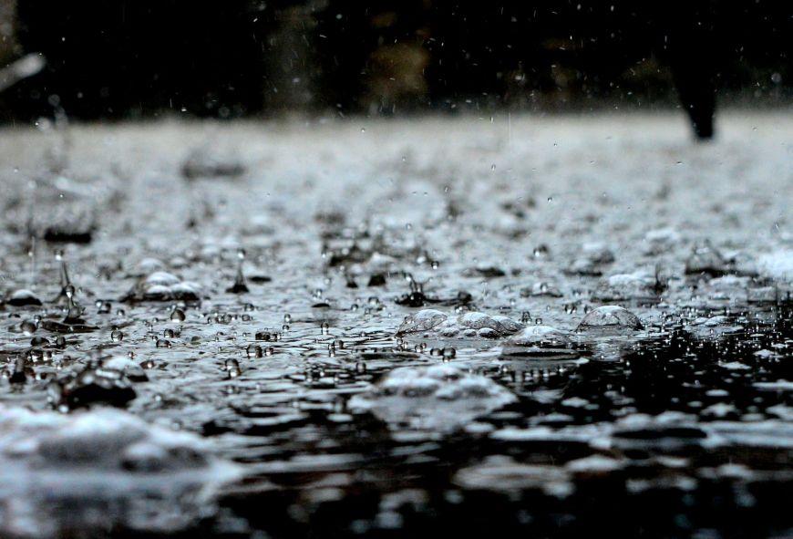 Καιρός: Ο Αύγουστος κάνει ποδαρικό με βροχές, καταιγίδες και ισχυρούς ανέμους