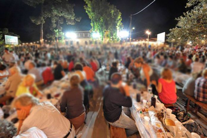 Πέρασαν χειροπέδες σε εκδήλωση στα Χανιά: Είχαν σηκωθεί στην πίστα και χόρευαν