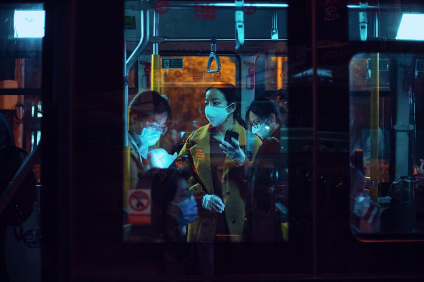 Ξάνθη: Γυναίκα σε λεωφορείο φορούσε τη μάσκα στα πόδια! (Photo)