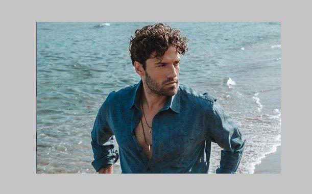 Ο Κωνσταντίνος Αργυρός φωτογραφήθηκε με μια πετσέτα γύρω από τη μέση του και….το instagram αναστέναξε!