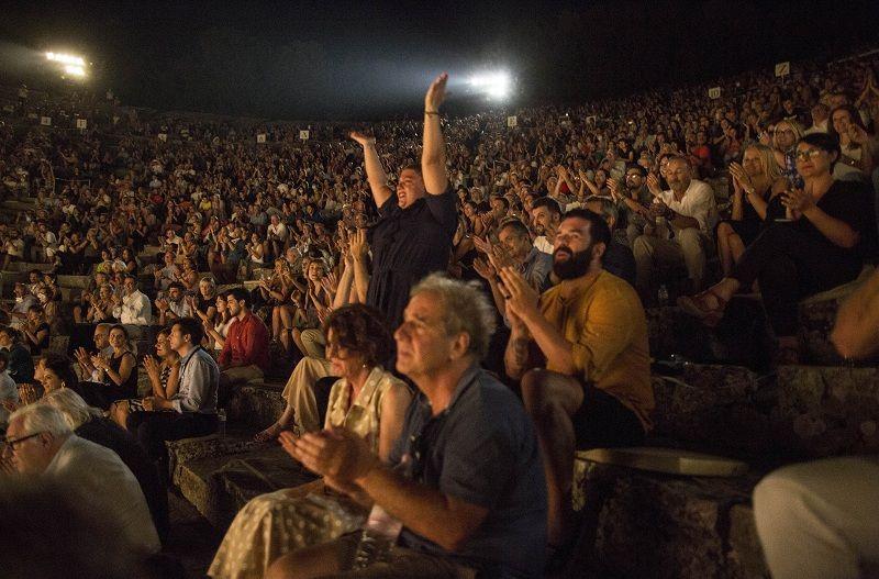 """Πλήθος ηθοποιών παρακολούθησαν την συγκλονιστική """"Λυσιστράτη"""" (Photos)"""