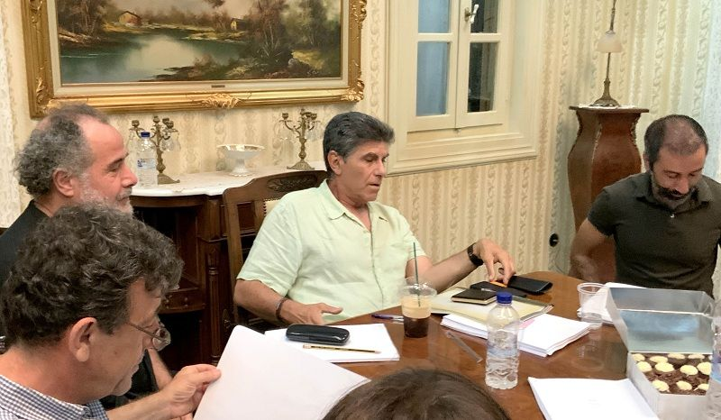 """Γιάννης Μπέζος: Το """"Παρουσιάστε"""" δεθα θυμίζει τίποτα από το """"Της Ελλάδος τα παιδιά"""". Εάν συνέβαινε…"""