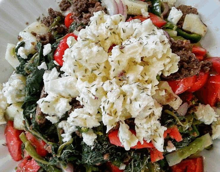 Σαλάτα με βλίτα, βραστά λαχανικά και καύκαλο χαρουπιού από τον Παραδοσιακό Φούρνο Ντουρουντούς