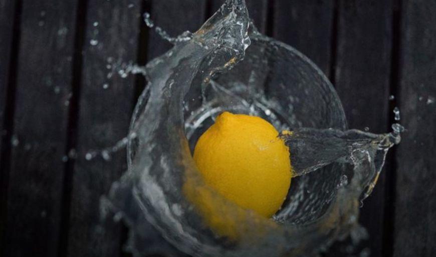 Φτιάξε  οικολογικό πολυκαθαριστικό με άρωμα λεμόνι όπως η Εύα Παρακεντάκη