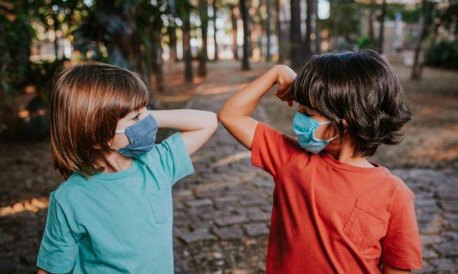 Κορωνοϊός: Οι οδηγίες του Π.Ο.Υ. για την μάσκα στα παιδιά