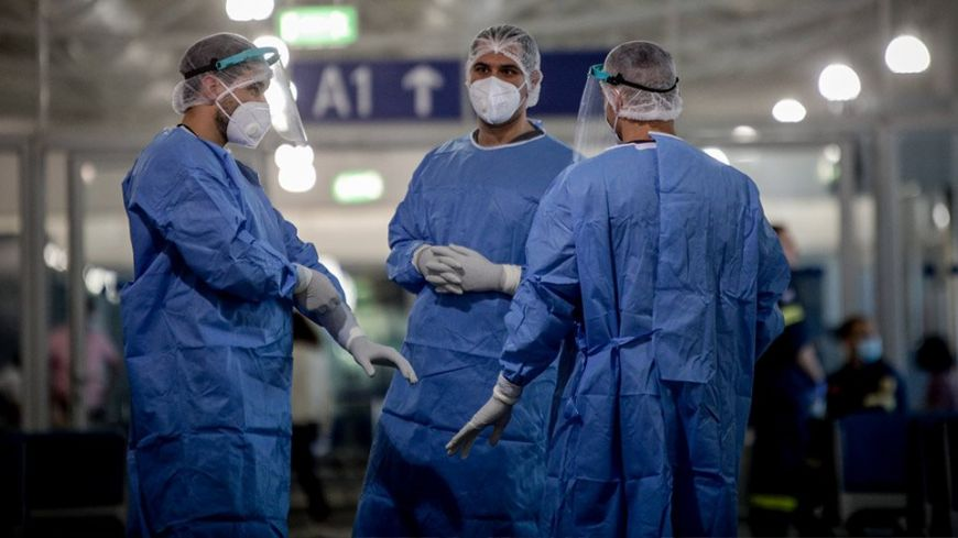 Κορονοϊός: Συγκλονίζουν ασθενείς – Έβλεπα μόνο τα μάτια των νοσηλευτών για ημέρες
